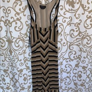 Bebe stretch form fitted patterned dress
